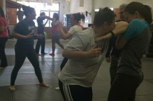 Chrissy McCool blocking a elbow to the face from Tara Holinka.